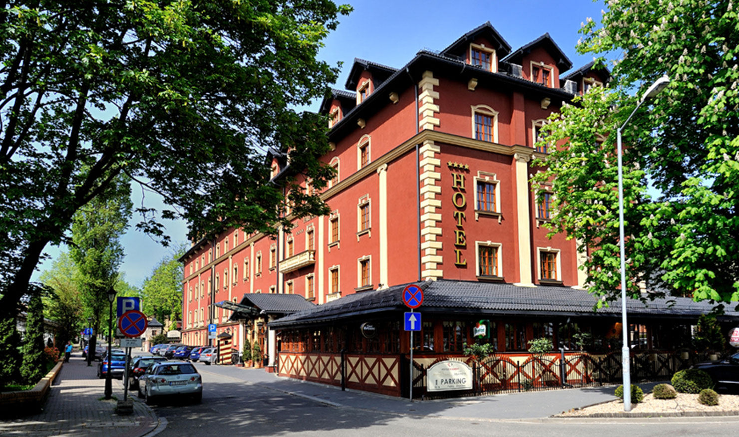 Hotel Diament Arsenal Palace budynek