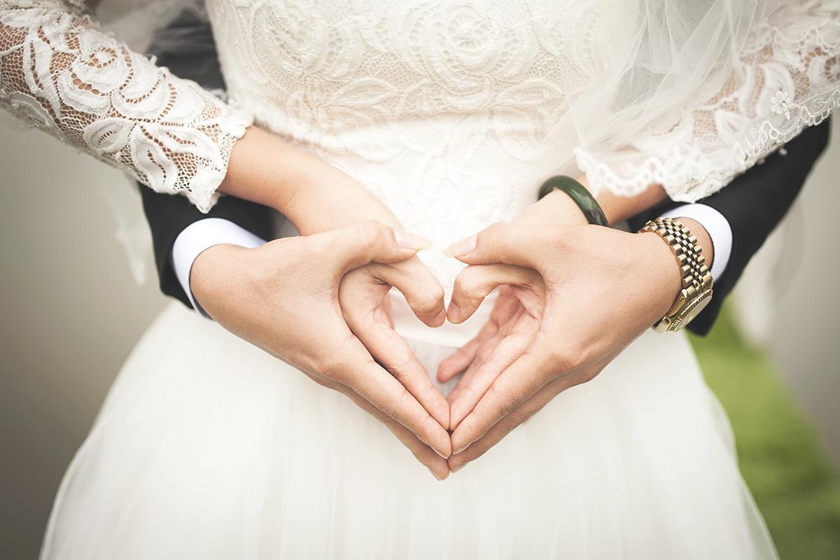 Wesela w Hotelach Diament - dłonie złożone w serce