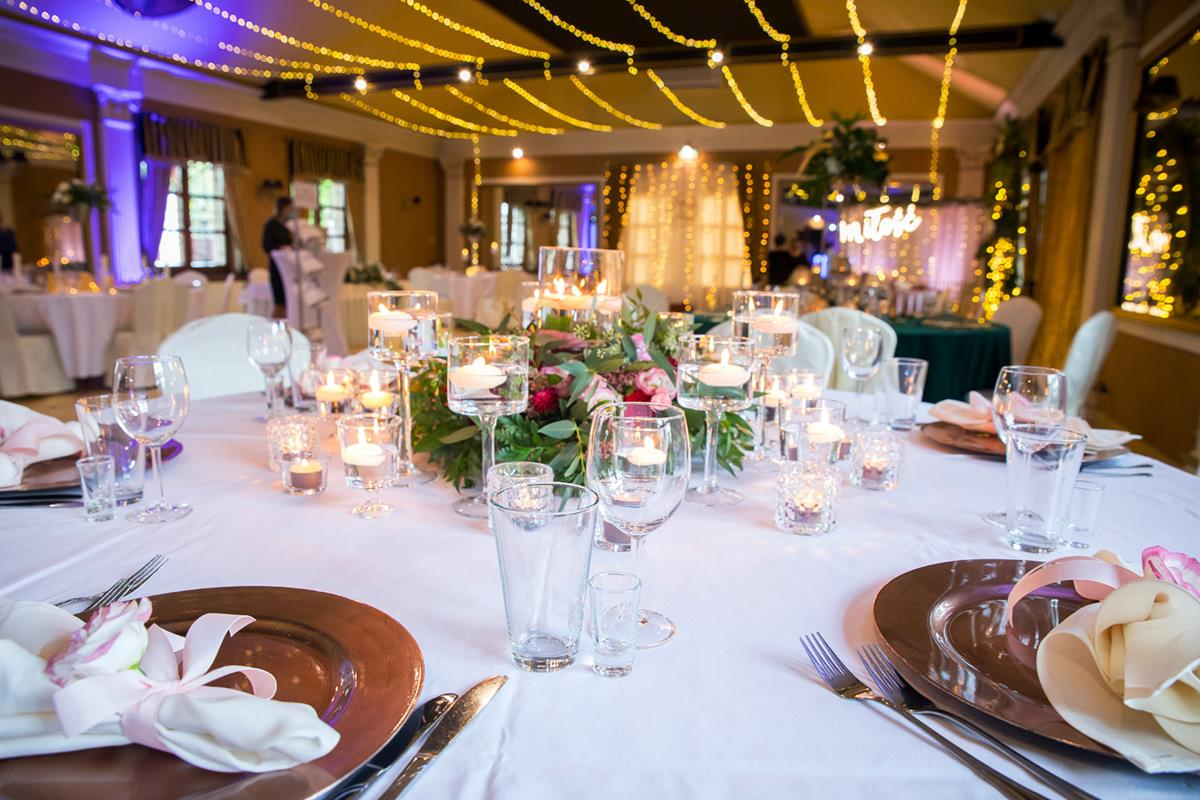 Stół podczas uroczystości weselnej w Hotelach Diament