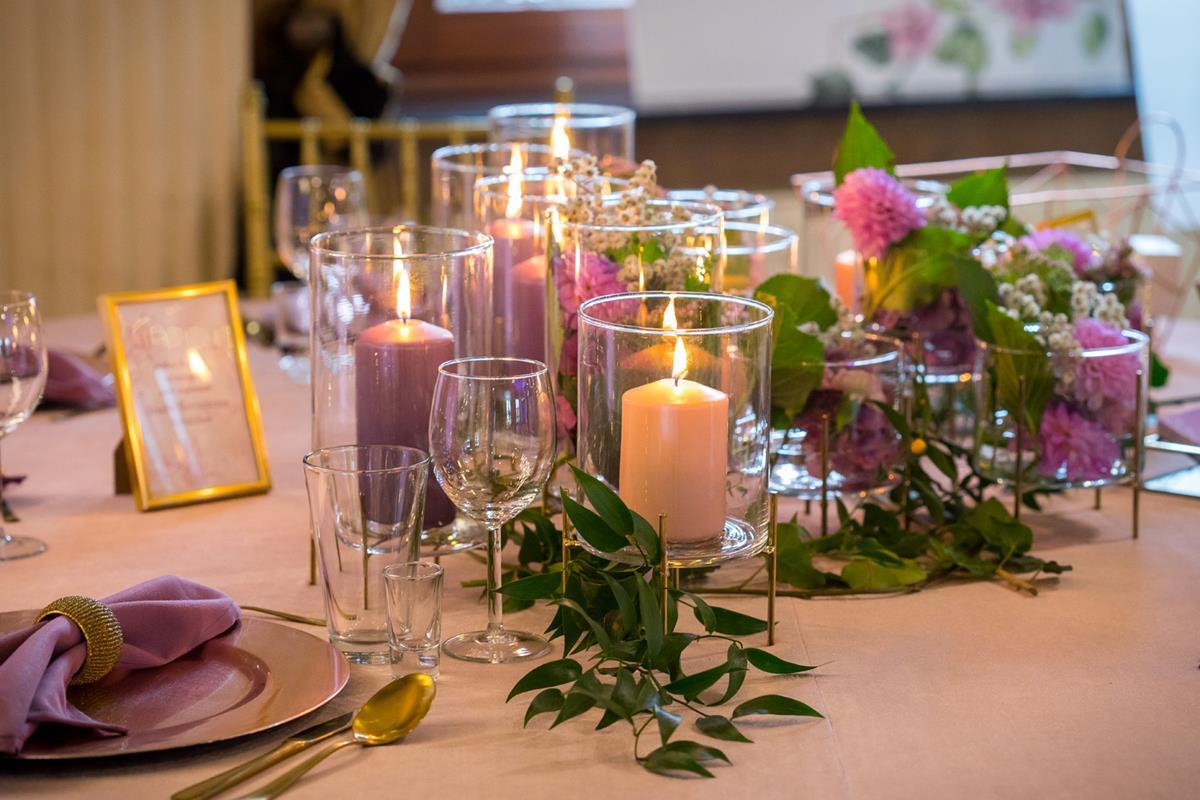 Przystojony stół podczas wesela w Hotelach Diament